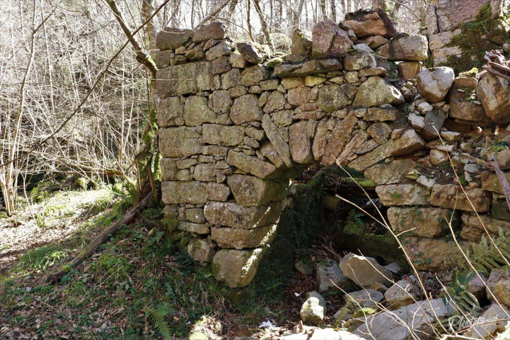 Viejo molino de agua. Las Xanas - Senderismo