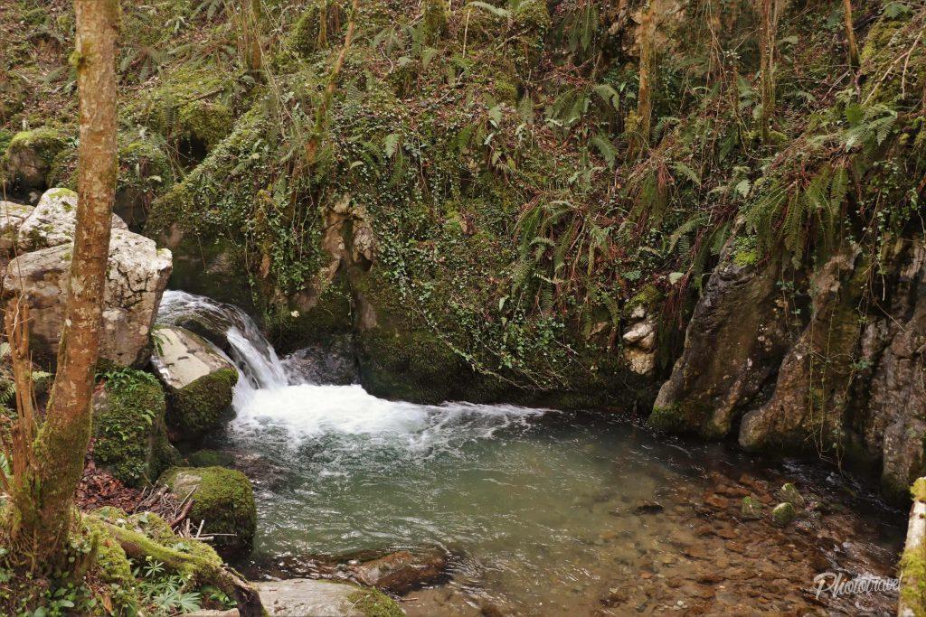 Una de sus miles de cascadas - Las Xanas - Senderismo