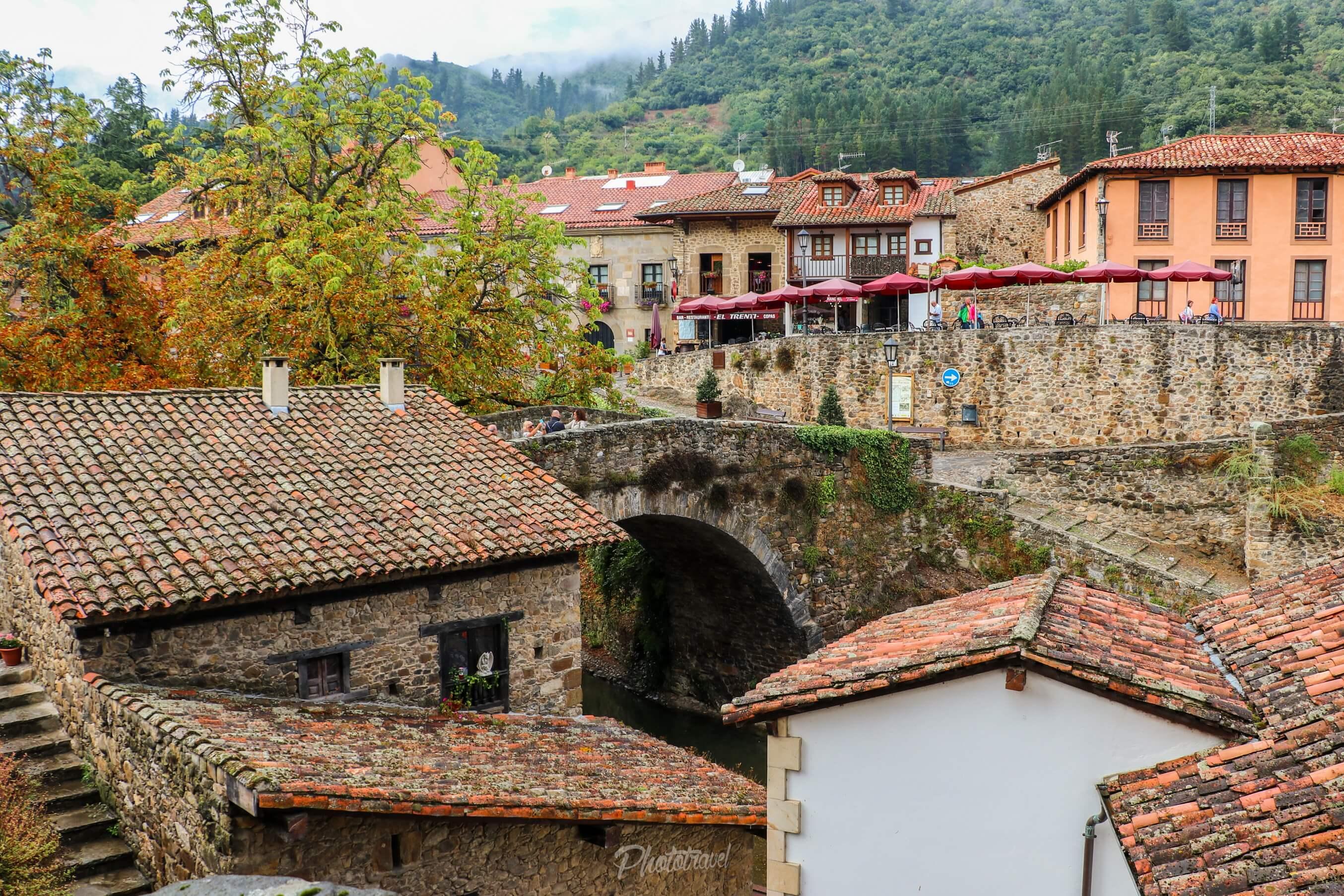Vista al casco antiguo y el puente viejo - Potes