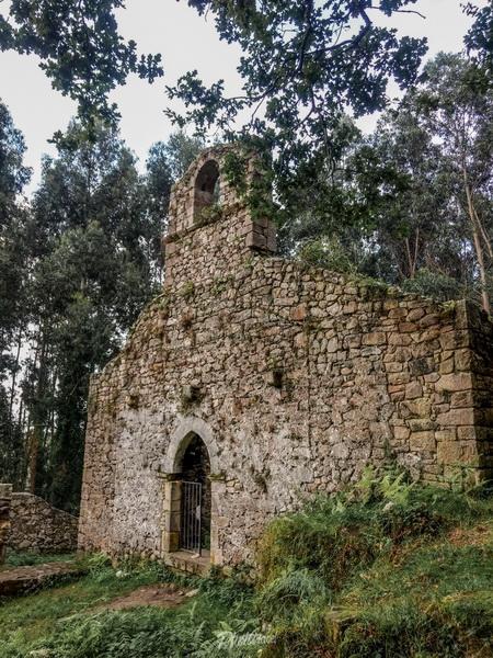 fachada del Monasterio Santa María de Tina