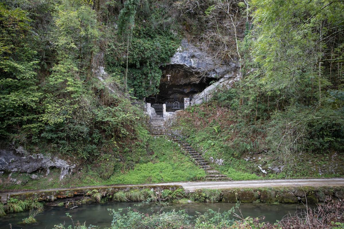 Cueva en el oriente asturiano